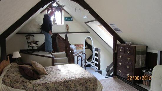Roscroggan Chapel Guest House: Attic Family Room