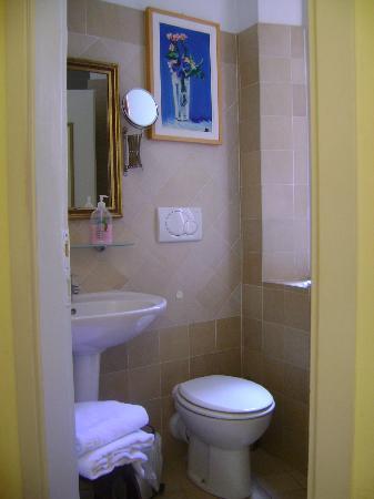 Hotel Berna: Toilet facilities