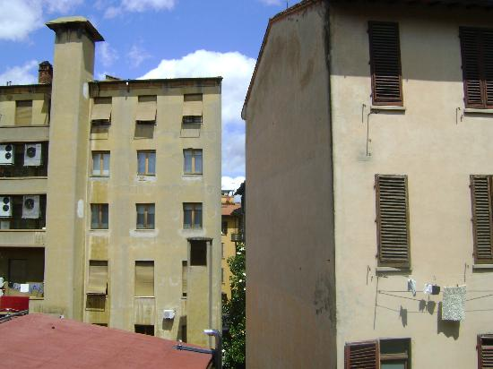 Hotel Berna: Not the best of views, but it's quiet. Wait, want privacy? Shut the window!