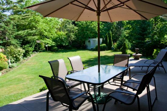 Ben Brae-on-the-Park : Back yard patio