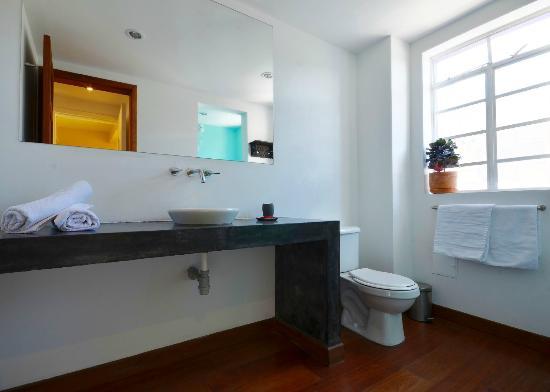 Hotel Casa Guadalupe: Bathroom 201