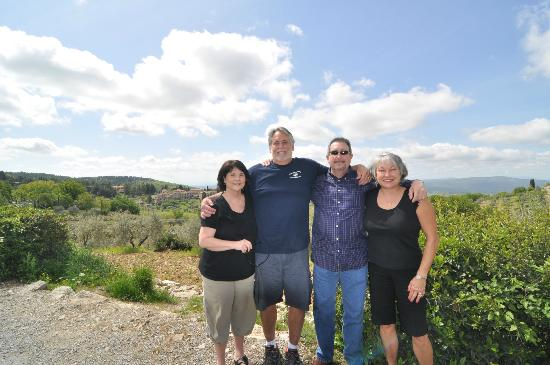 Country Inn Casa Mazzoni: 4 Very Happy Travelers on an Excursion with Angelo
