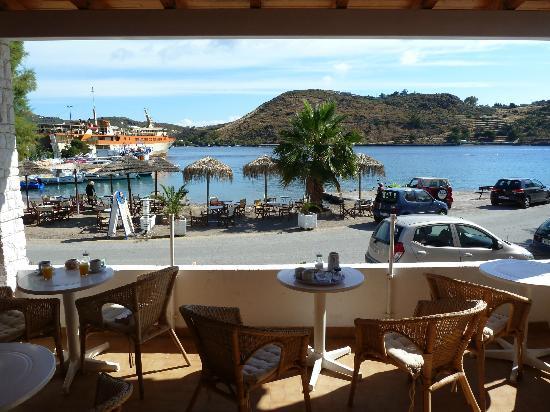 Captain's House Hotel: La terrasse du petit déjeuner et le coin plage pour un prendre le petit déjeuner aussi.