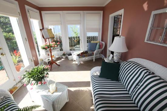 Grice-Fearing House Bed and Breakfast: Sunroom