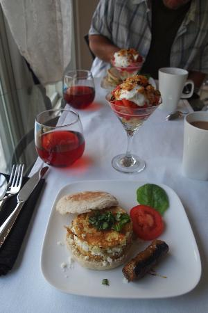 The Platinum Pebble Boutique Inn: A delicious breakfast.