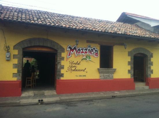 Mozzie's Hostal, Bar y Restaurante: Mozzie's