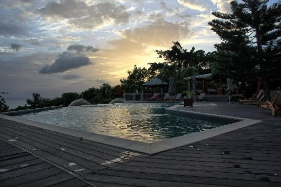 Le Rayon Vert: Piscine au coucher du soleil