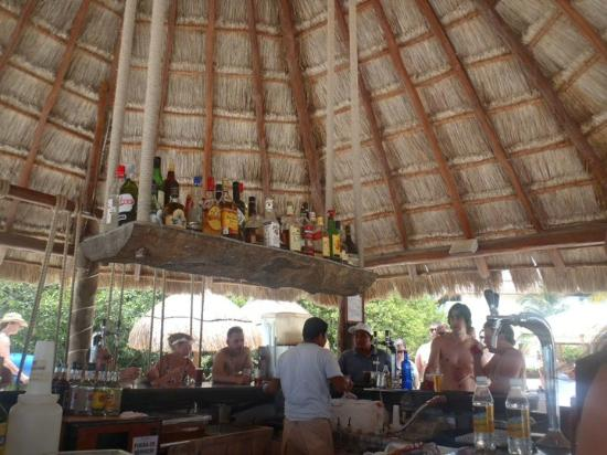 BlueBay Grand Esmeralda: Pool bar!