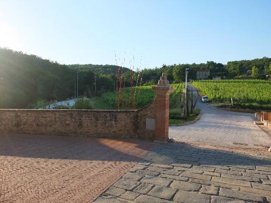 Castel Monastero: Entrance