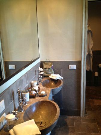 Castel Monastero : bathroom