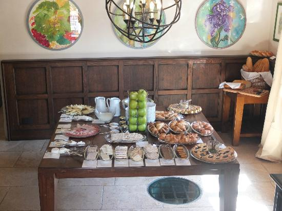 Castel Monastero: Breakfast