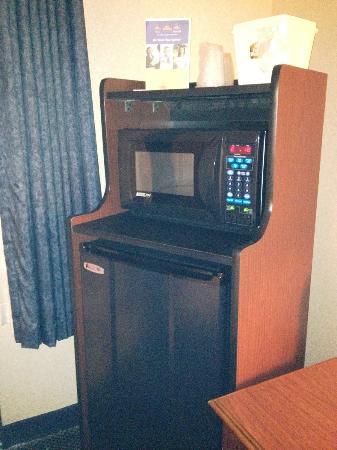 Best Western Potomac Mills: Fridge/Microwave Cart