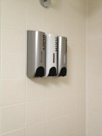 BEST WESTERN Potomac Mills: Shampoo/Conditioner/Soap dispensers in shower