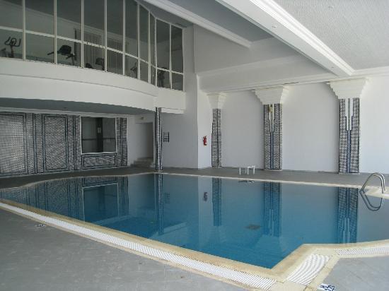 Vincci Helios Beach: La piscine intérieure