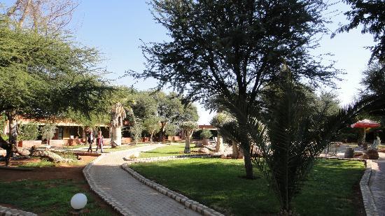 Kalahari Anib Lodge: Blick auf die Bungalows der Lodge