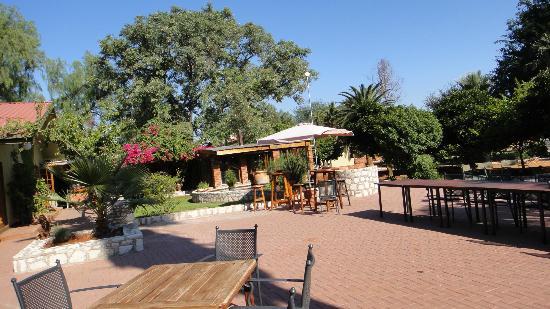 Kalahari Anib Lodge: Lodge und Restaurant