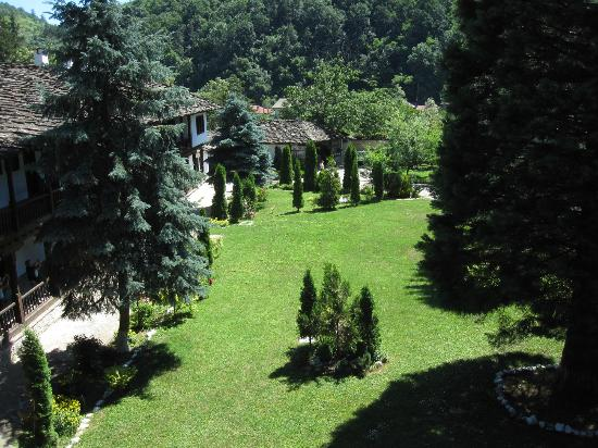 Troyan Monastery: jardins intérieurs
