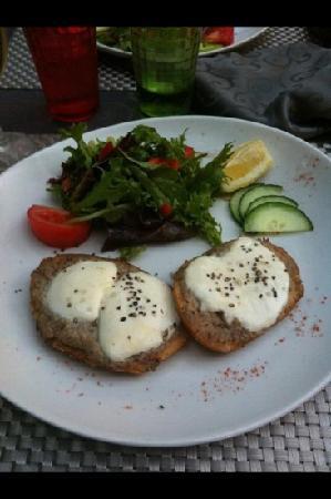 La Pignatelle : pain perdu de sardines mozzarelle fondu
