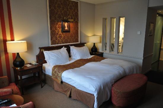 Hotel Dukes' Palace Bruges: Chambre supérieure vue jardin, quel confort !