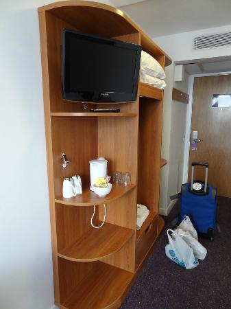 Premier Inn London Stratford Hotel: Tv