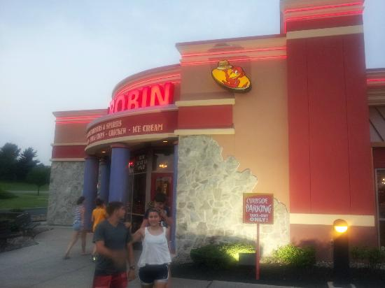 Red Robin America's Gourmet Burgers and Spirits : Evening Time