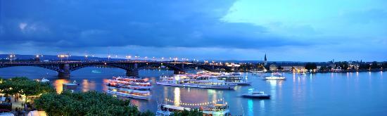 Hilton Mainz City: Ausblick aus meinem Zimmer im Hilton Mainz am Rhein