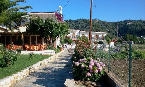 Hotel Vontzos : Garden & Hotel