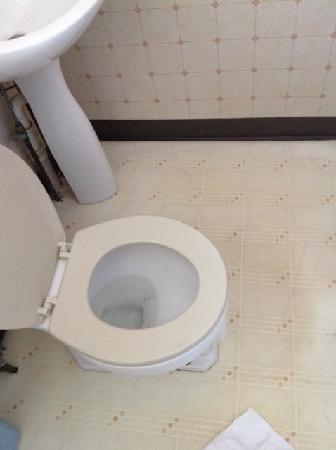 Nevada Motel: Dingy bathroom