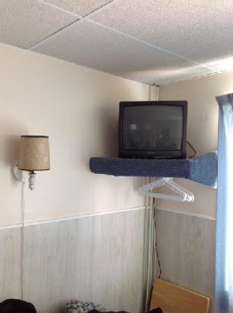 Nevada Motel : Entertainment center and closet.