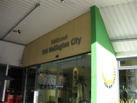 YHA Wellington: Entrance