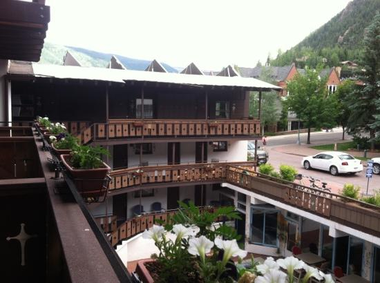 Mountain Chalet Aspen: small balconies with 2 chairs & amazing view