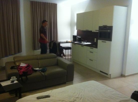 Place 2 Stay: our huge room turned out to one of the smaller ones :D