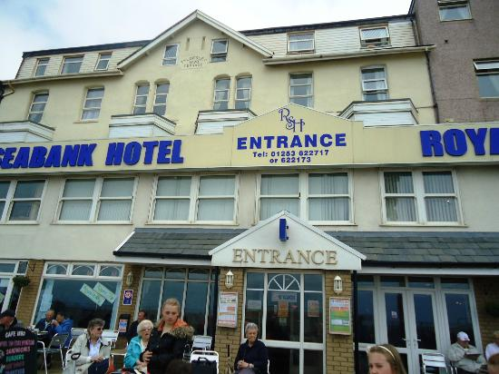 Royal Seabank Hotel : front of hotel