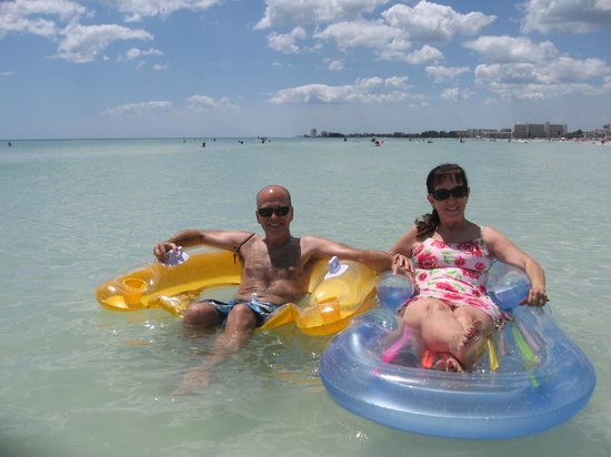 Siesta Beach: Chilling in the warm water