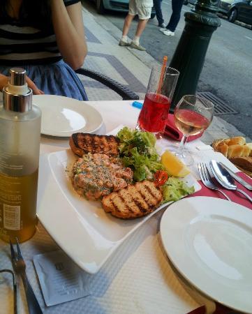 Le Catalan : salmon tartar