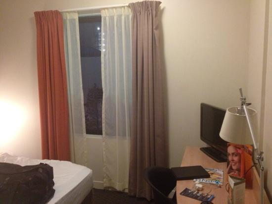 ibis Perth: pokey little room
