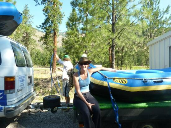 Coeur d'Alene Adventures: Hanna Hannan loading up the gear!
