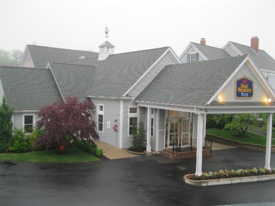 Best Western Plus Cold Spring: Exterior of Hotel