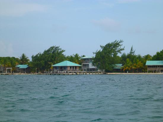 Isla Marisol Resort: The Bar (out over the water) and dining hall