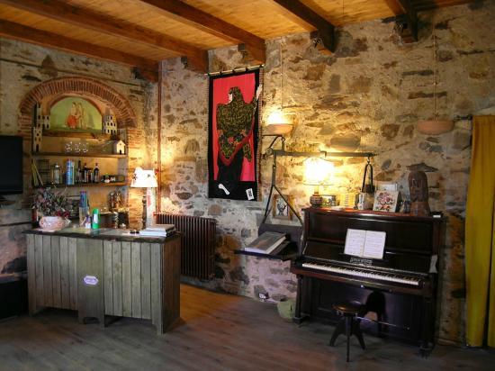 B&B Casa Anita: La reception dentro nel salone di Casa Anita