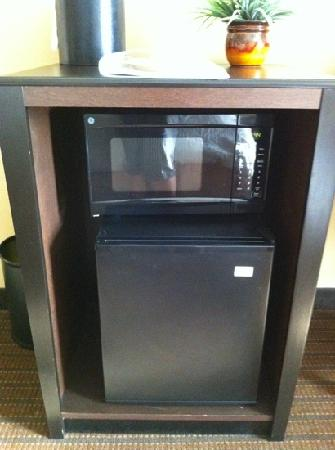 Hampton Inn & Suites Pueblo/North : microwave & mini fridge