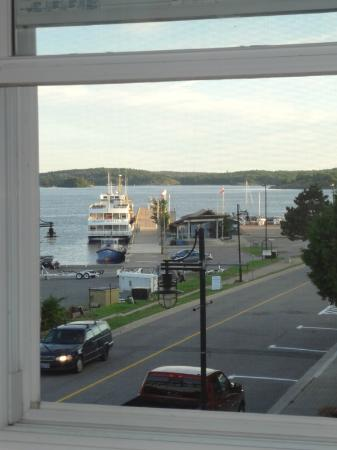 40 Bay Street Bed & Breakfast: Lovely view from upper sunroom.