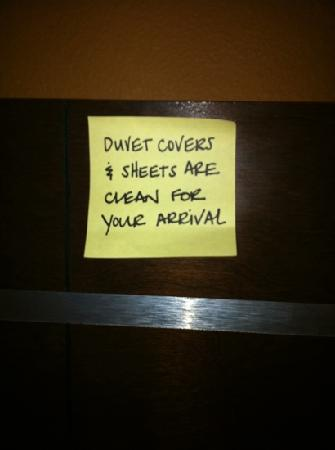 Hampton Inn & Suites Pueblo/North : this sticky note was put on the headboard