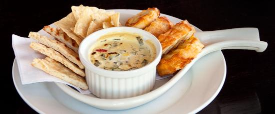 Salt and Pepper Savory Grill & Pub : Roasted Pablano and artichoke Dip, baguettes and chips