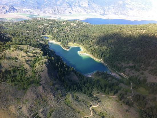Wine Country Helicopter Adventures Ltd : One of the pristine mountain lakes in the surrounding area you wouldn't otherwise see