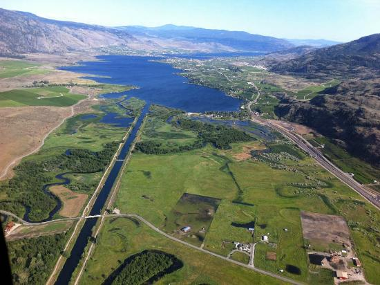 Wine Country Helicopter Adventures Ltd : View looking south from Oliver over the canal towards Osooyos and the US