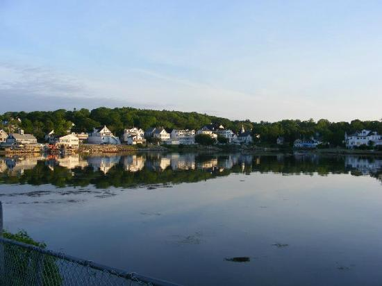 Harbour Towne Inn on the Waterfront: view of town during sunrise
