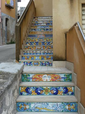 Hotel Aliai : Stairs in the city