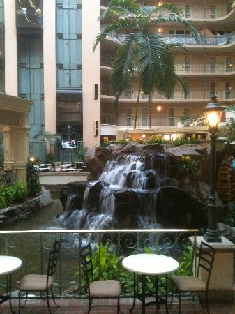 Embassy Suites by Hilton Dallas DFW Airport South: waterfall