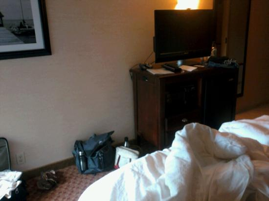 Hampton Inn Fall River/Westport: Odd Set up whee the tv was situated